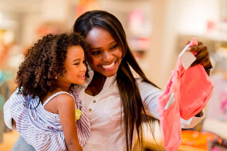 photodune-5507756-mother-and-daughter-shopping-l.jpg